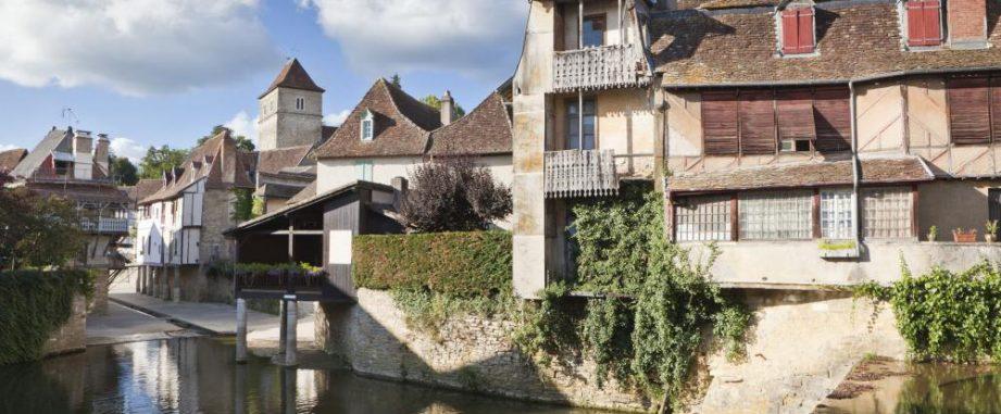 Latest transaction: €164,800 Loan for a property in Salies de Bearn.